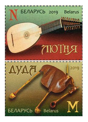 Белоруссия. Традиционные музыкальные инструменты белорусов: лютня и дуда. Серия из 2 марок