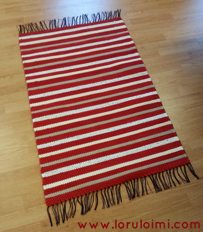 Puna-valkoraitainen matto