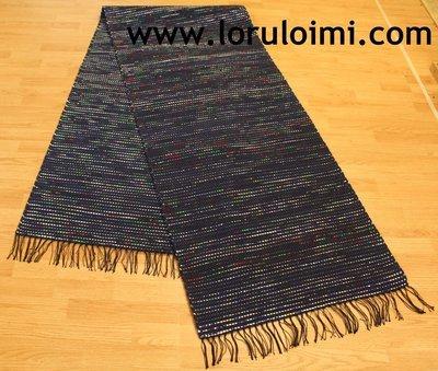 Riemunkirjava mustikansininen matto