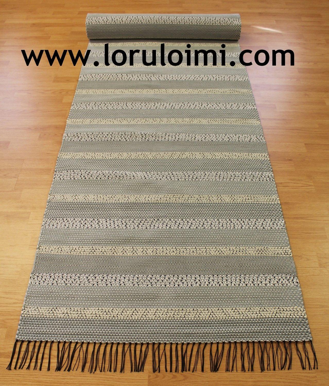 Polku - vaaleanharmaaraitainen matto