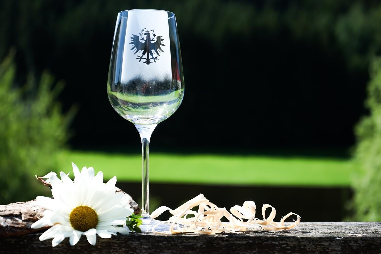 Weißweinglas mit Tiroler Adler
