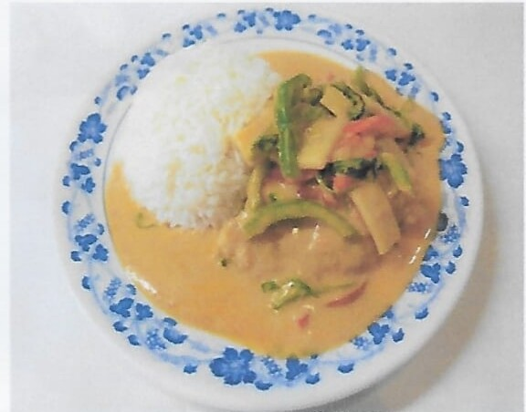 Riz avec poisson au curry rouge / Rice with fried fish with red curry