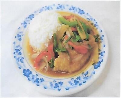 Riz avec poisson à la sauce aigre-piquante / Rice with fried fish with hot and sour sauce