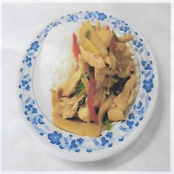 Riz avec poulet sauté au basilic piquante / Rice with fried chicken with hot basilic