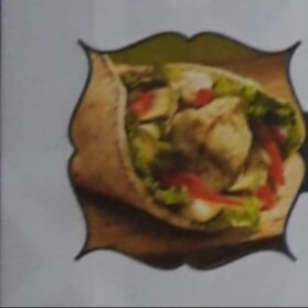 CHICHTAOUK brochette de pilet mariné avec salade cornichon et sauce