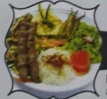 ASSIETTE KAFTA brochette d'agneau grillées, accompagnées de riz basmati et hommos