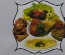 VÉGÉTARIENNNE hommos, moussaka, tabboulé, fatayer aux épinards, moujarada et falafel