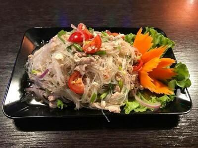 S1. Salade de poulet haché aux herbes thaï / Chicken salade
