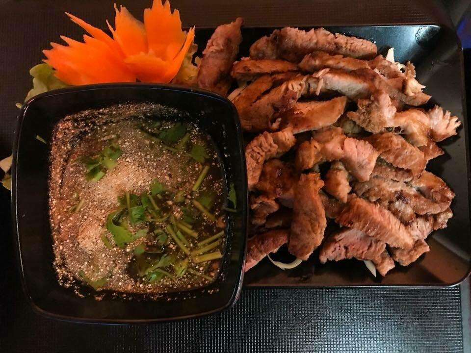 S9. cou de porc grillé/ Pan-fried marinated pork nek