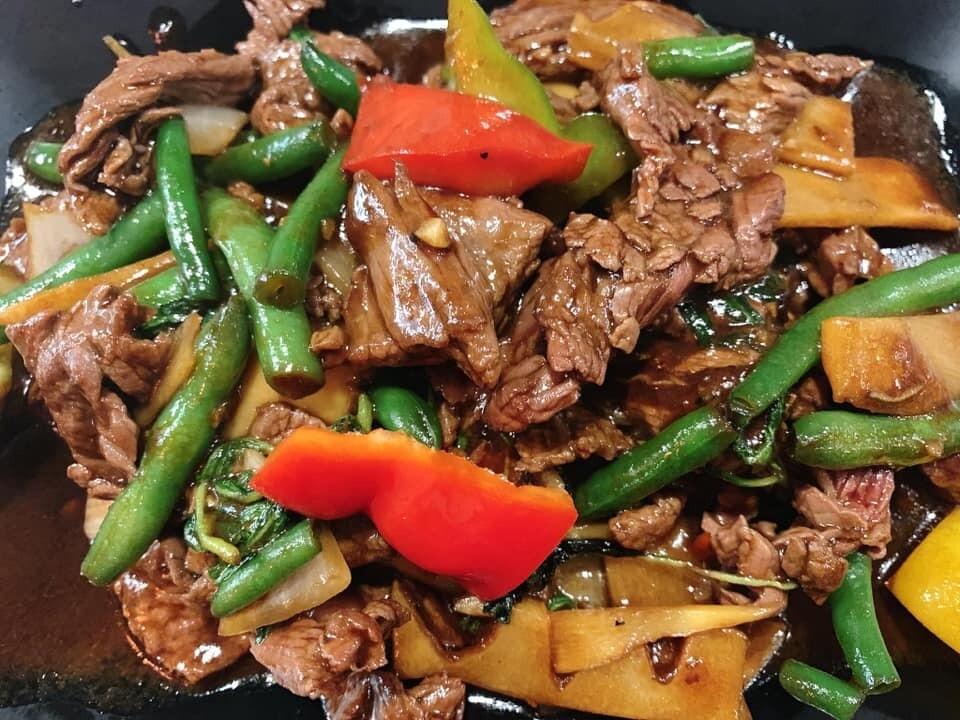 B2. Boeuf sauté au basilic/ Stir - fried beef with basil