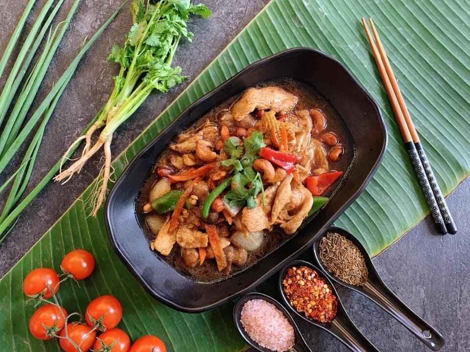 B9. Boeuf au curry massaman/ Beef with massaman curry