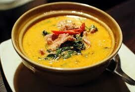 C7. Poulet au curry rouge/ Chicken with red curry
