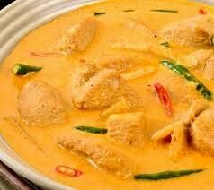 C9. Poulet au curry jaune./ Chicken with yellow curry