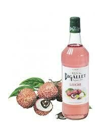 D1. Litchis au sirop servir avec glaçons./  Lychees in syrup served with ice cubes