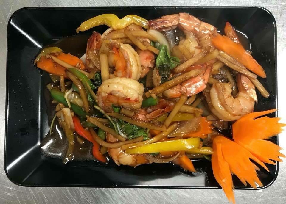 F7. Crevettes sauté au basilic/ Stir-fried shrimp with basil