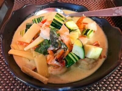 F9. Crevettes au curry rouge/ Shrimps with red curry
