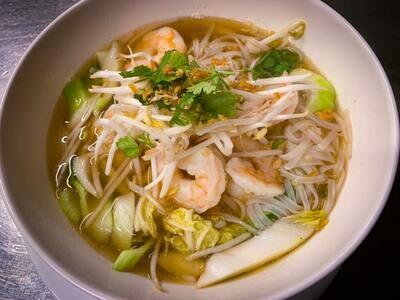 N2 Nouilles sautées au sauce soja au crevettes /   Fried Noodles with soy sauce shrimp