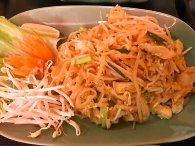 N2 Nouilles sautées au sauce soja au poulet /   Fried Noodles with soy sauce shrimp