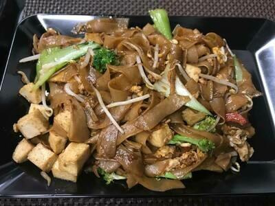 N2 Nouilles sautées au sauce soja au tufu /   Fried Noodles with soy sauce tofu