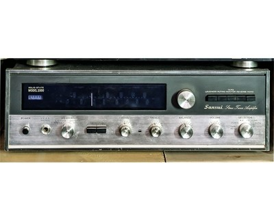 Sintoamplificatore Sansui Model 2000