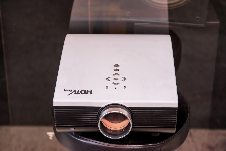 VIDEOPROIETTORE HDTV READY MULTIMEDIA LED