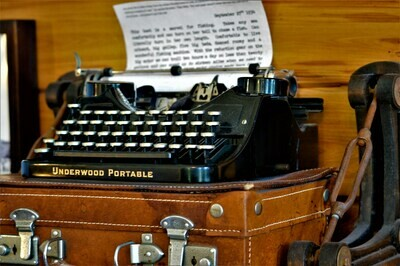 Hemingway's Typewriter - Metal Print 10x8