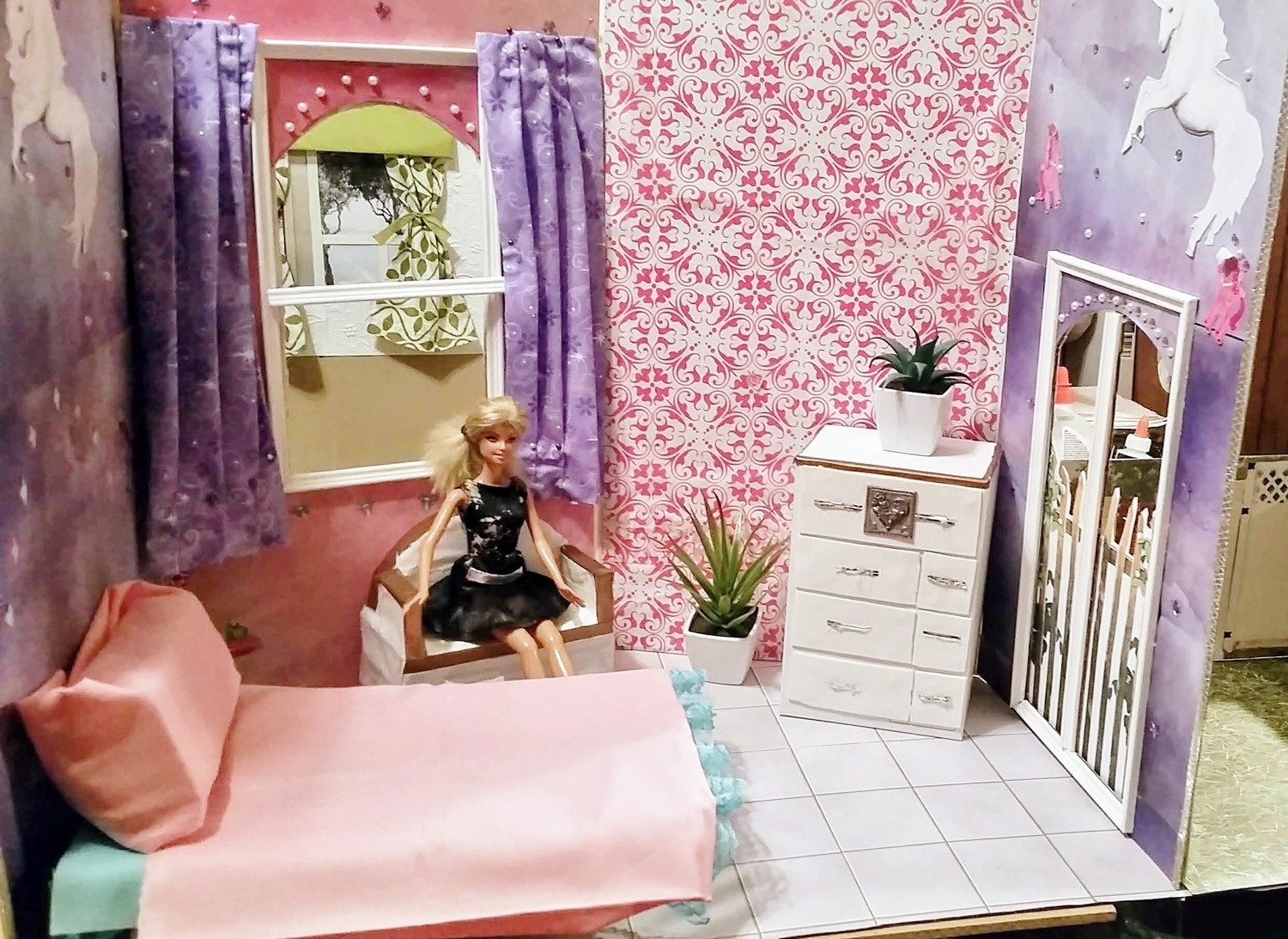 Pink and purple Unicorn Doll House 001