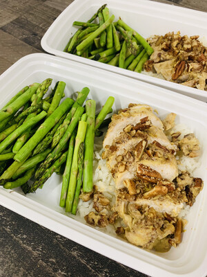 4 oz. Pecan Crusted Chicken with Brown Or Cauliflower Rice & Asparagus