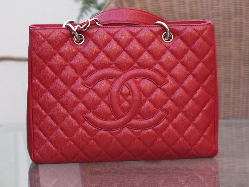 BRAND NEW RED LAMBSKIN LEATHER HANDBAG