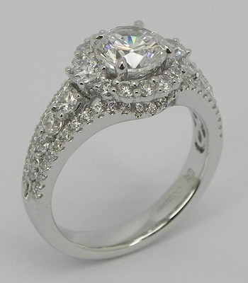 Halo with pave set sides