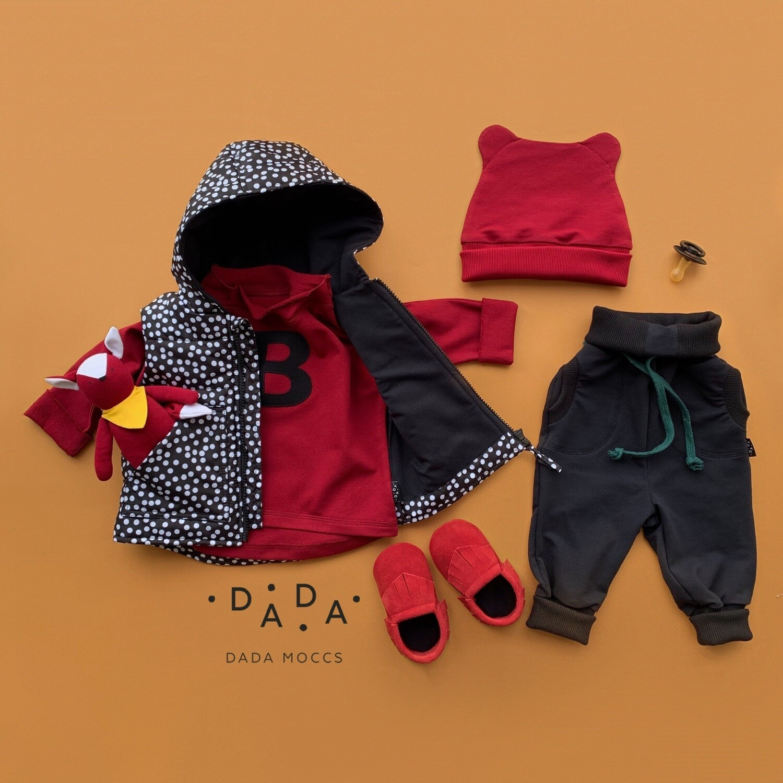 Комплект шапочка ZOO, жилет, джоггеры, замшевые моксы и базовый свитшот оверсайз с аппликацией