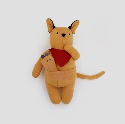 Кенгуру с малышом в сумке