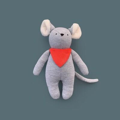 Серый мышонок с ушками цвета айвори в красном нагруднике