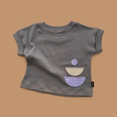 Серая однотонная футболка BILIBIN с аппликацией ЗАКАТ