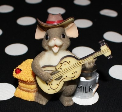 Charming Tails by Fitz and Floyd The Country Singer Figurine #82/114 in Box