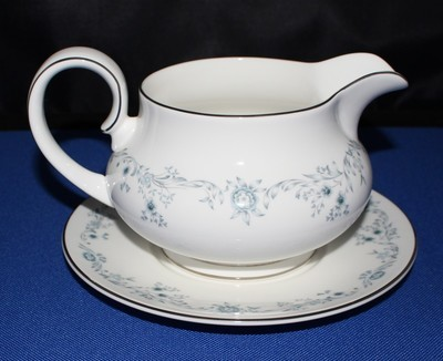 Royal Doulton Angelique Gravy Boat with Underplate English Bone Fine China H4997