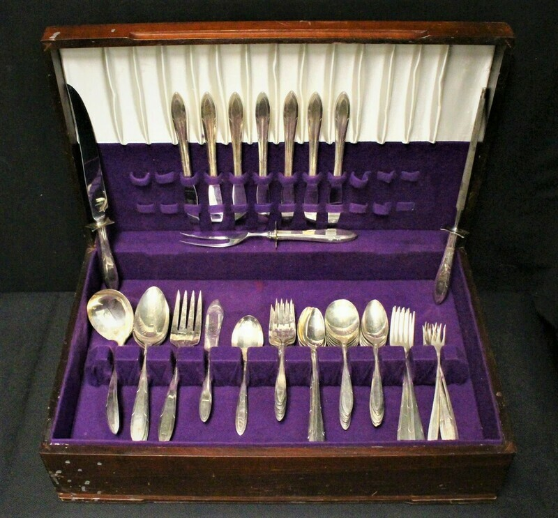 1937 Oneida Reverie 60-Piece Nobility Silverplate Flatware, Carver Set & Chest