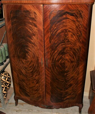 Antique Flamed Mahogany 2-Door Bow Front Linen Press Wardrobe Cabinet