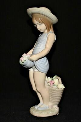 Lladro Daisa Flowers on the Lap 1284 Porcelain 9