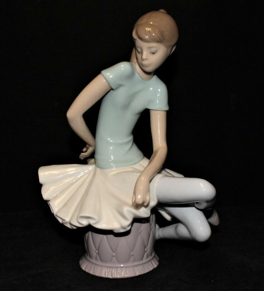 Lladro Julia Ballerina Seated 8.5