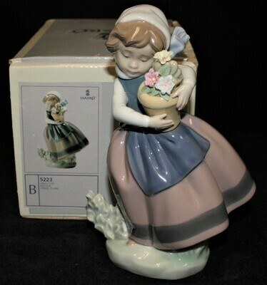 Lladro Spring is Here 5223 Girl Porcelain 7