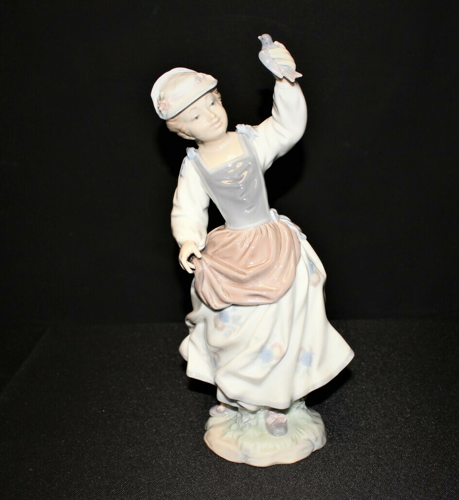 """LLadro Girl with Sparrow Bird 11"""" Porcelain Gloss Figurine No. 4758, Retired"""