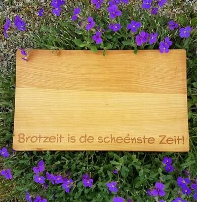 Brotzeitbrett aus Kirschholz mit individueller Gravur