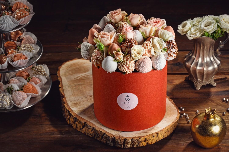 თაიგული სტანდარტულ ყუთში ყვავილებით | Bouquet in a standard box with flowers