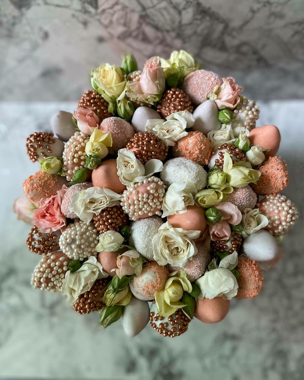 თაიგული დიდ ყუთში ყვავილებით | Bouquet in a large box with flowers