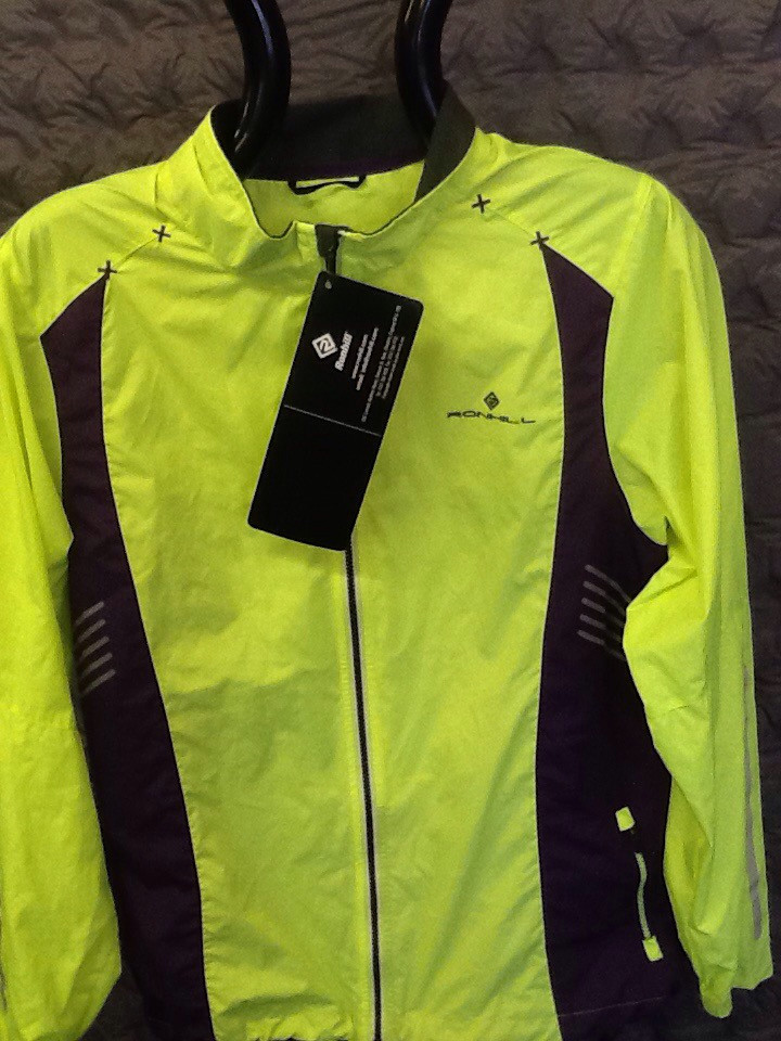 RONHILL WOMENS WINDLITE RUNNING JACKET FLUO YELLOW/PURPLE 12