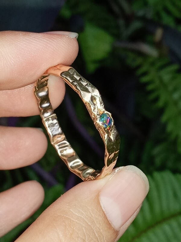 FRACTURED RING BLACK OPAL