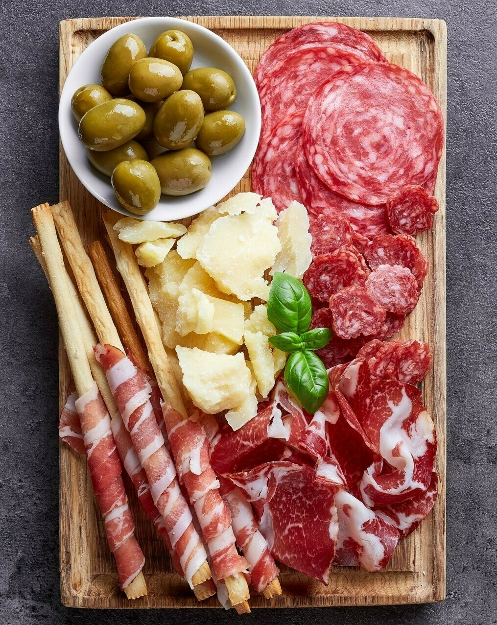 ULTIMATE ANTIPASTO SELECTION BOX  (8 items)