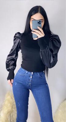 بلوز اسود + جينز
