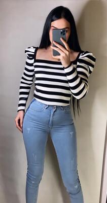 سيت بلوز مخطط ابيض و اسود خفيف + جينز
